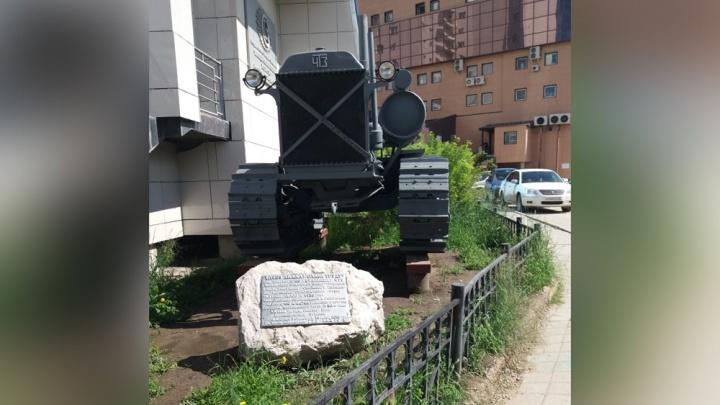Спасли от голода и холода: челябинскому трактору поставили памятник в Якутии