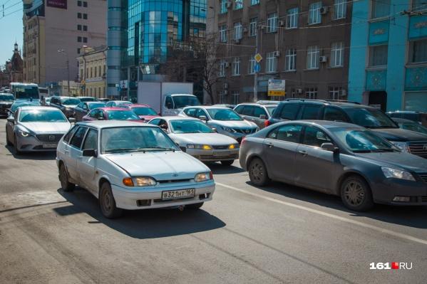 Центр Ростова сковали пробки
