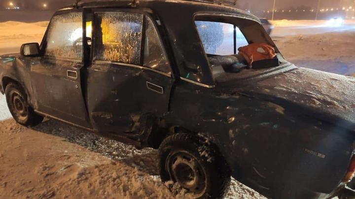 В ДТП с участием Toyota Land Cruiser и ВАЗ-2107 в Уфе пострадал ребенок
