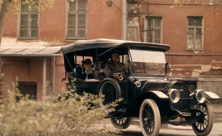 Одна из сцен снята в настоящем автомобиле 1912 года, который для съемок предоставил коллекционер ретроавтомобилей Анатолий Скоробогатых