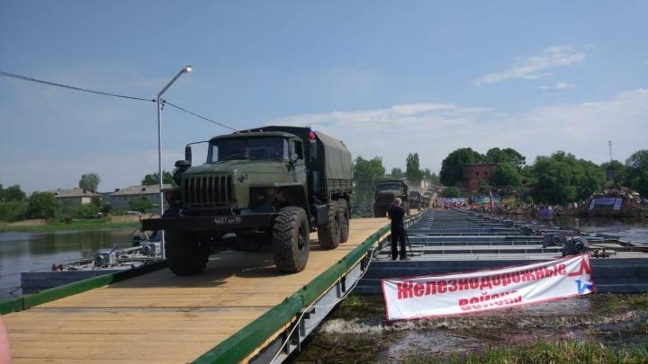 В Ярославской области появился понтонный мост для автомобилей
