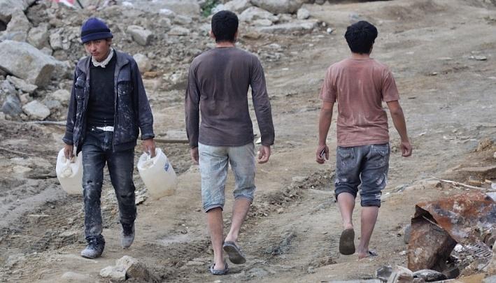 Уралец с подельницей фиктивно поставили на учет больше 15 тысяч мигрантов