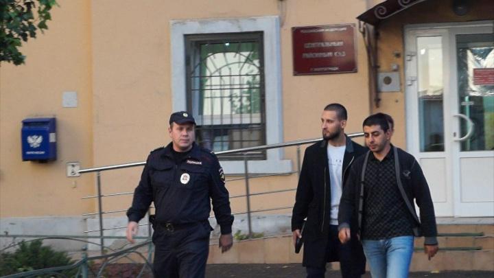 Волгоградские пранкеры Армян и Игорян готовятся к новому суду за купание в фонтане «Дружба»
