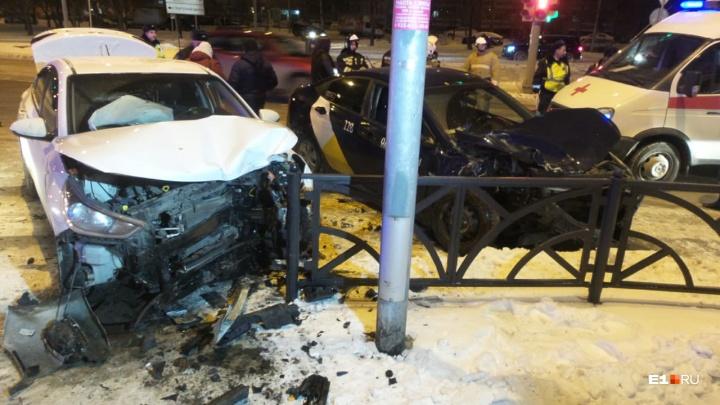 На Юго-Западе в столкновении двух Hyundai пострадали парень и девушка