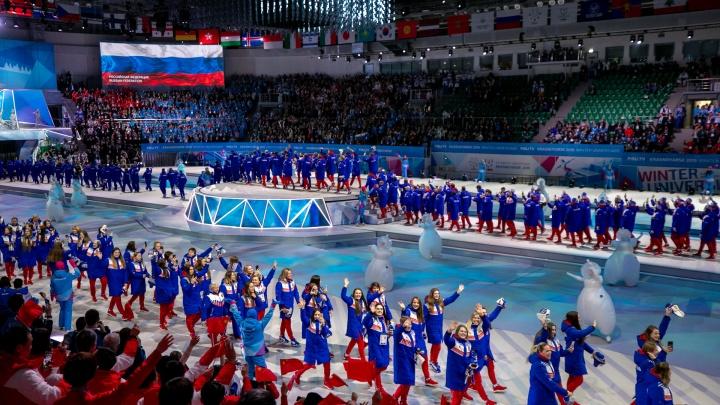 Гигантская лайка, Путин и спортсмены: 30 ярких снимков с открытия Универсиады