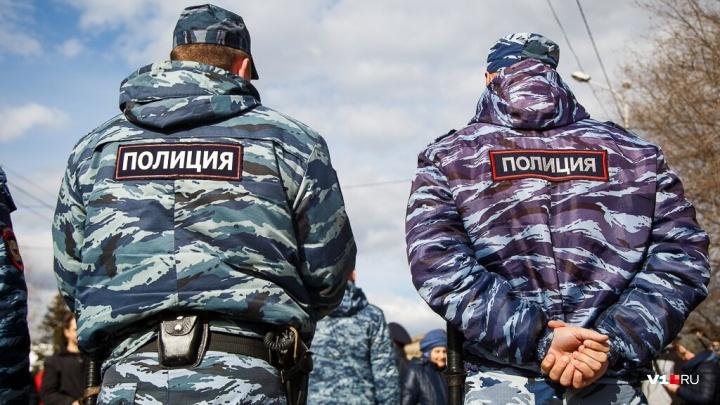 Еда, мобильники и 800 рублей: трое подростков избили и ограбили двух взрослых волгоградцев