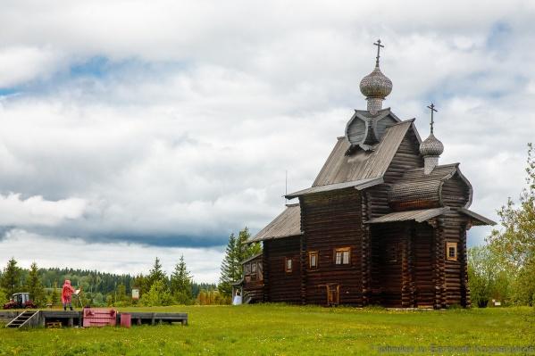 Шедевры деревянного зодчества собрали вместе в селе Хохловка