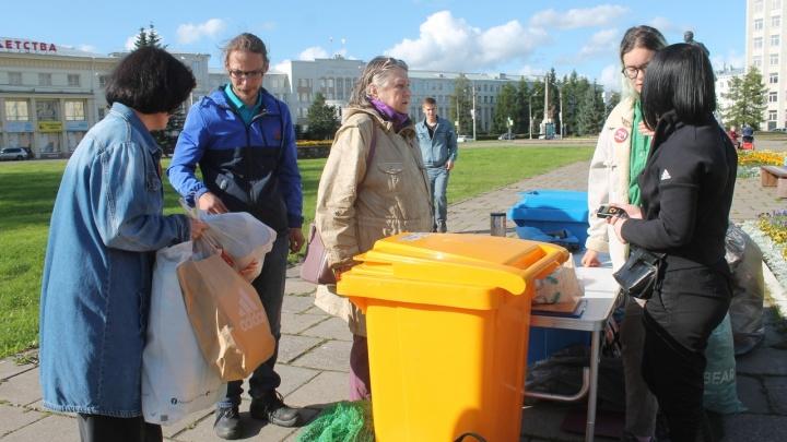 Из урны — в переработку: где в Архангельске 27 октября можно сдать бумагу, бутылки и другой мусор