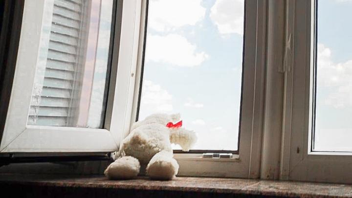 Годовалый ребенок выпал из окна в Новочеркасске