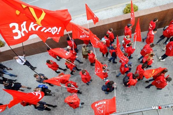 Волгоградцы заявили о массовом выходе из партии