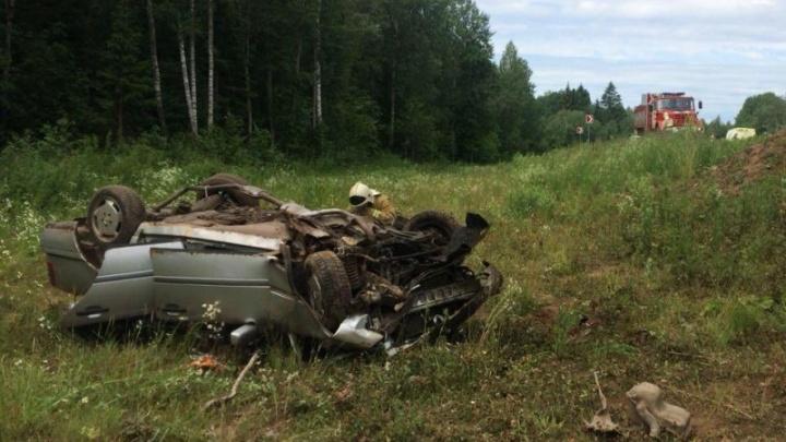 В Ярославской области «Мерседес» вылетел с дороги: в ДТП пострадала женщина