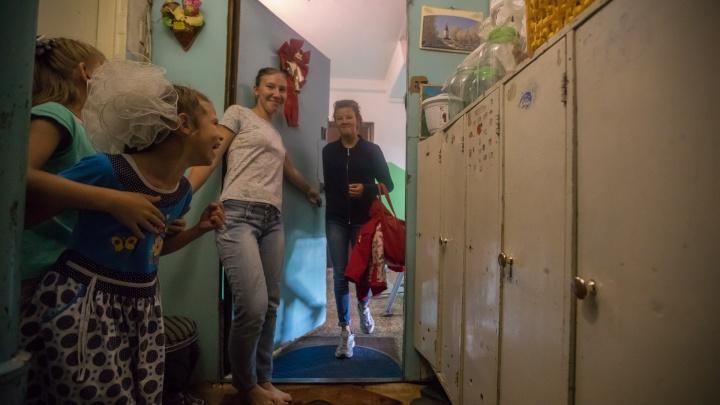 «Мне говорили, что зарабатываю на детях»: вгостях у семьи, где воспитали 23 приёмных ребёнка