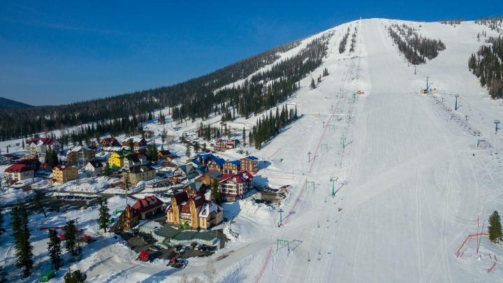 «Устраивают прыжки в сугроб»: популярный у красноярцев горнолыжный курорт завалило снегом
