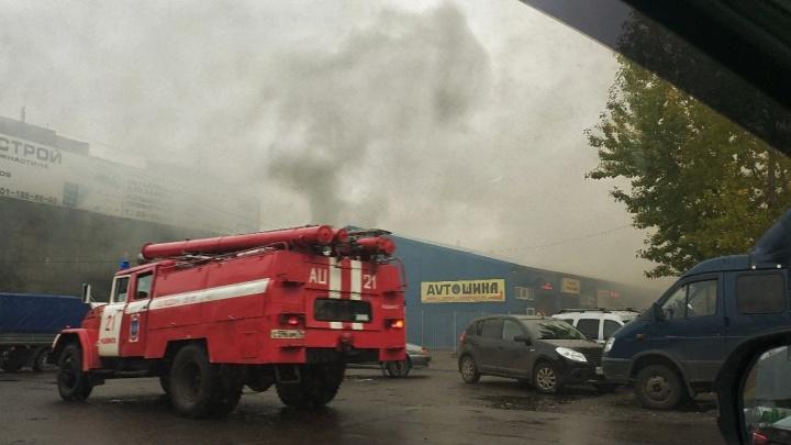 Тушили три часа: в Ярославской области горел магазин-склад