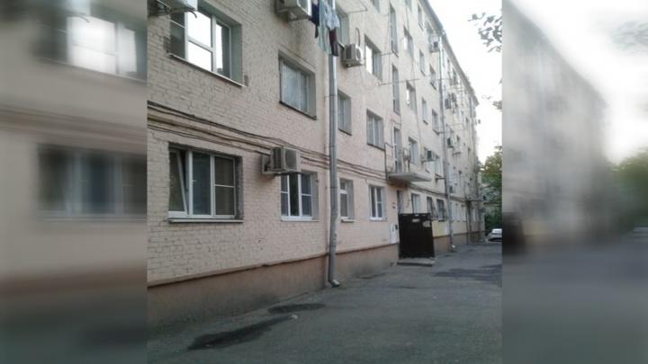 В Ростове женщина выпала с пятого этажа