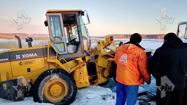 Пострадали шесть человек: на Южном Урале погрузчик врезался в автобус с сотрудниками птицефабрики