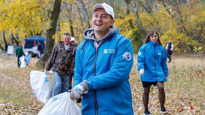 «Мы же не только на телике кривляемся»: звезда «Универа» убрал мусор в Волгоградской области