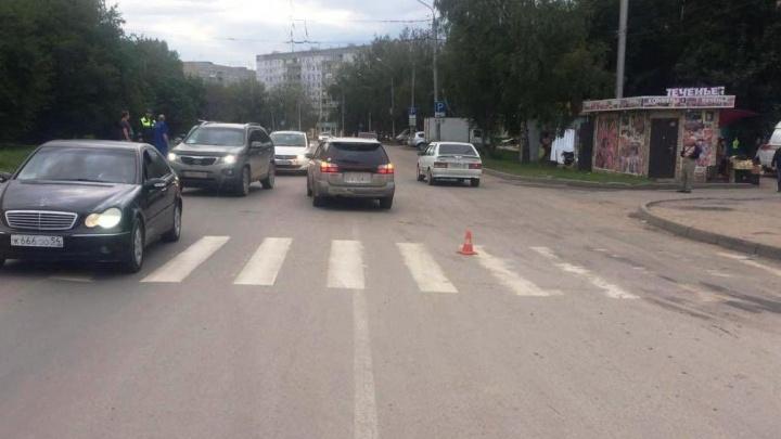 ВодительSubaru сбил девочку на пешеходном переходе на Зорге