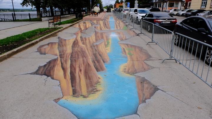 Словно над обрывом: на набережной в Перми появилось большое 3D-граффити