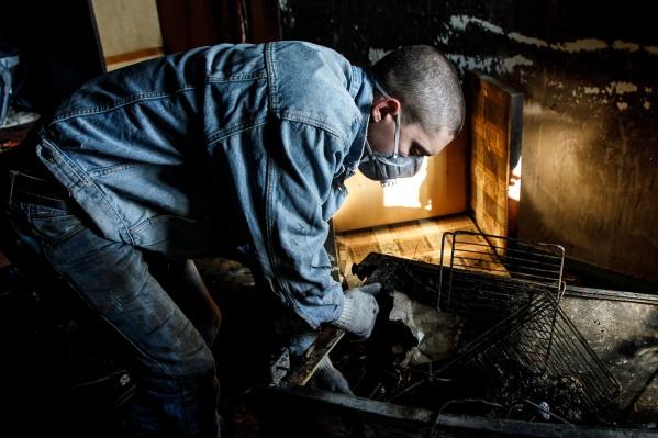 Спасатели предполагают, что причиной возгорания стало неосторожное обращение с огнём