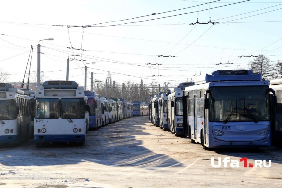 Если машина преграждает путь троллейбусам или трамваям, водитель будет за это наказан