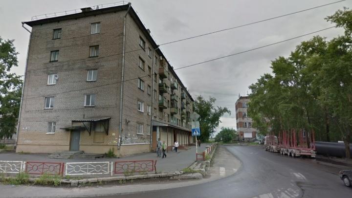 В Архангельске маленький ребенок убежал из дома в одних трусах