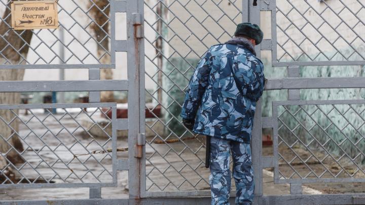 «Приковали к стене и требовали 20 миллионов»: волгоградец пошел под суд за разбой и похищение