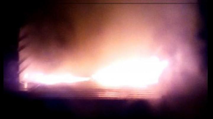 На ЖБИ сгорела будка охранника стоянки