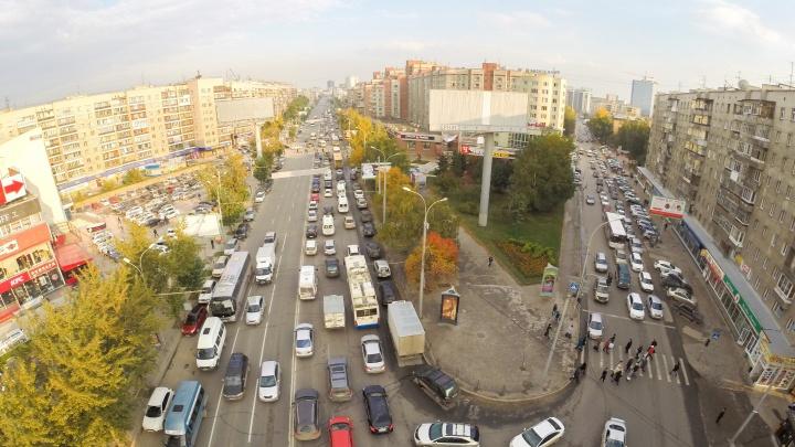 «Всем нам пробки надоели, но другого нет пути»: водители увлеклись стихами по пути на работу