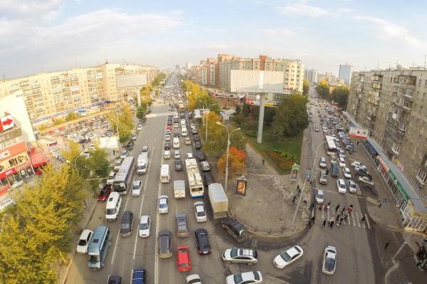 В Новосибирске водители с опасением ждут зимы — пробки станут только хуже