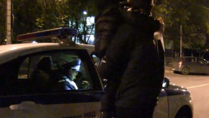 «У меня дома полно этих баклажек!»: вТольятти поймали пьяную автомобилистку с ребенком в машине
