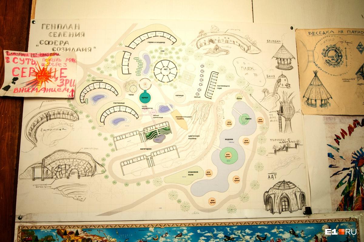 Александр показал план строительства мини-городка. До 2023 года на их огромном участке в 2 гектара должны появиться гостиницы и дом детского творчества