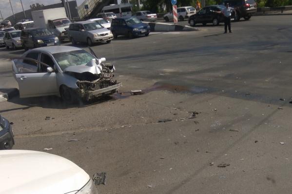 Разбитая «Тойота» на месте ДТП