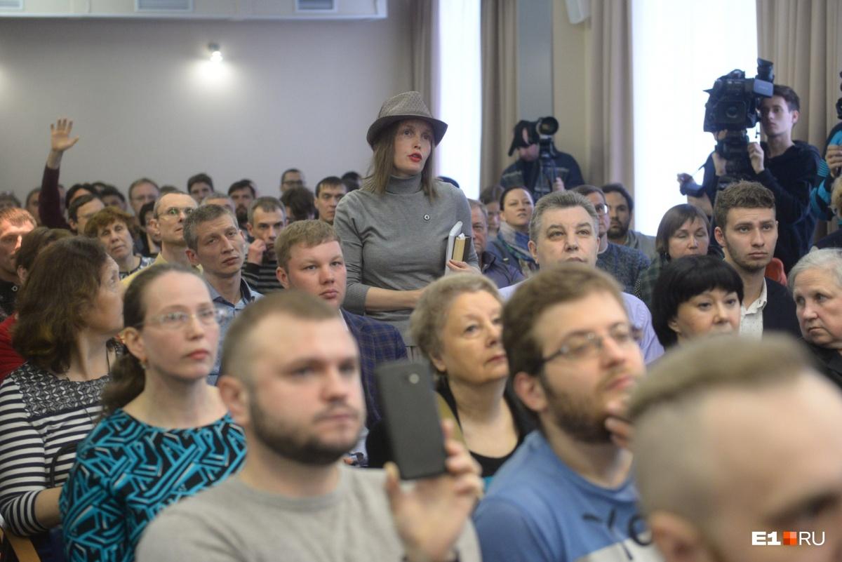 Выясняли, кто громче кричит: в мэрии устроили балаган на обсуждении храма Святой Екатерины