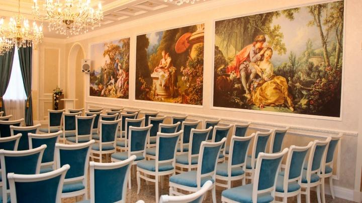 На Любинском проспекте открылся новый Зал торжеств с зеркальным коридором