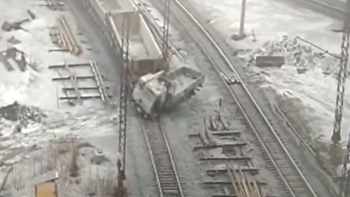 Дорожное видео недели: жуткая смерть под КАМАЗом, автохам со стажем и кража трактора со стоянки