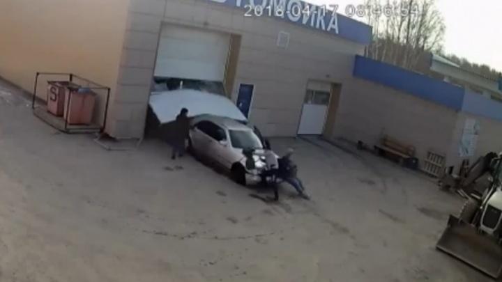 Смерть оценили в год колонии-поселения: в Берёзовском осудили автомойщика, который задавил коллегу