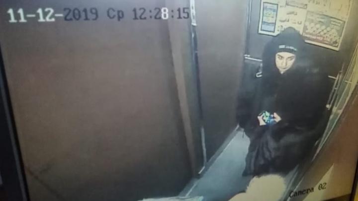 В районе Автовокзала цыганки уговорили ребенка пустить их в квартиру и ограбили ее