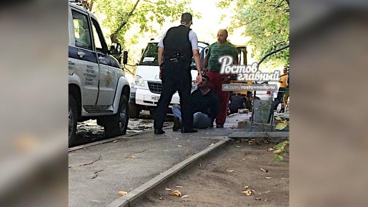 Ростовские коммунальщики задержали преступника, напавшего с ножом на таксиста