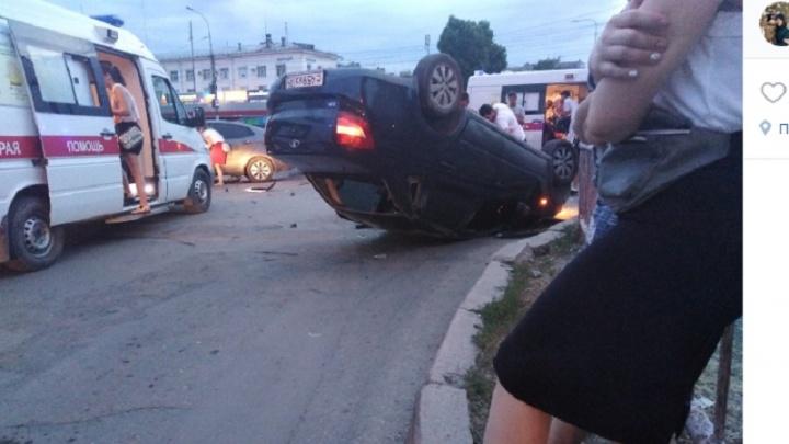 «Чудом все живы»: в Волгограде в жуткой аварии перевернулась «Лада-Гранта»