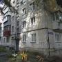 В подъезде пятиэтажки в районе Теплотеха нашли мёртвым школьника