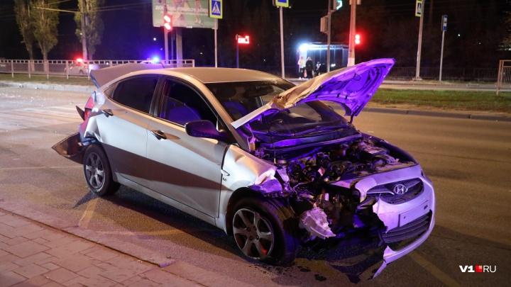 Пострадала девушка-водитель: полиция рассказала об аварии, сковавшей Первую Продольную