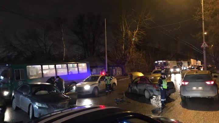Люди чудом остались целы: на Уктусе Daewoo иToyota разлетелись по дороге после ДТП