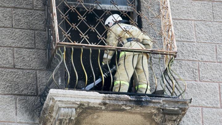 Из горящего дома на Гастелло пожарные спасли пять человек