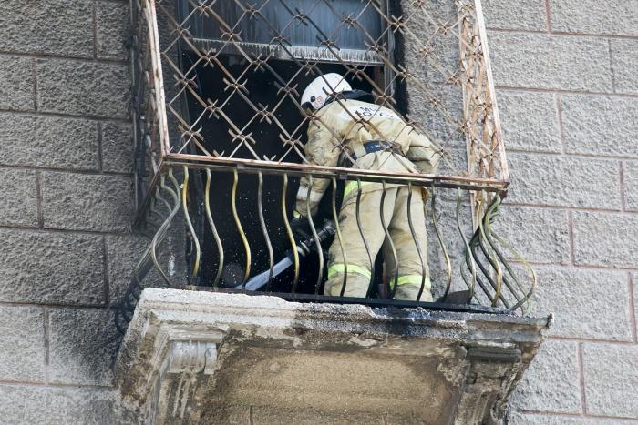 Всего из горящего дома эвакуировались девять человек