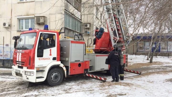 Жильцов многоэтажки в центре Челябинска эвакуировали из-за пожара