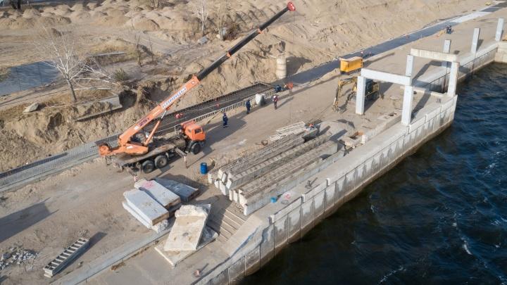 Вместо старых«скелетов»: на набережной Волгограда строят защитные стены от большой воды