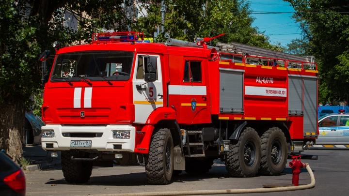 При пожаре в частном доме в Ростове пострадал подросток