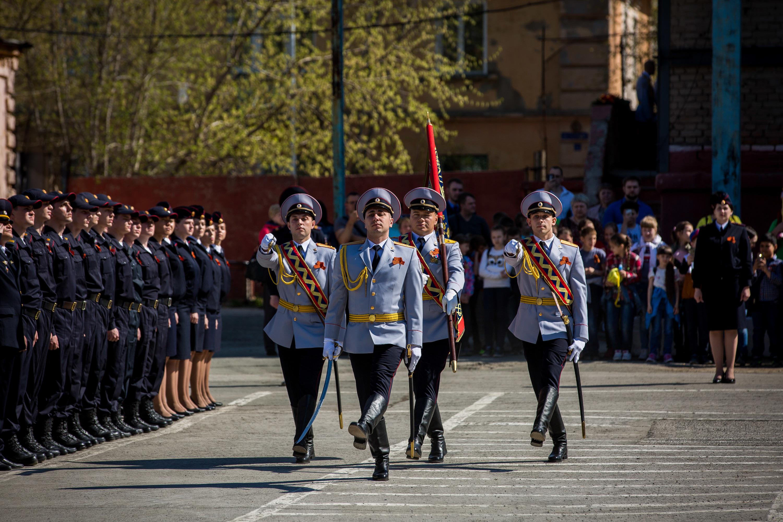 В церемонии приняли участие несколько десятков молодых полицейских