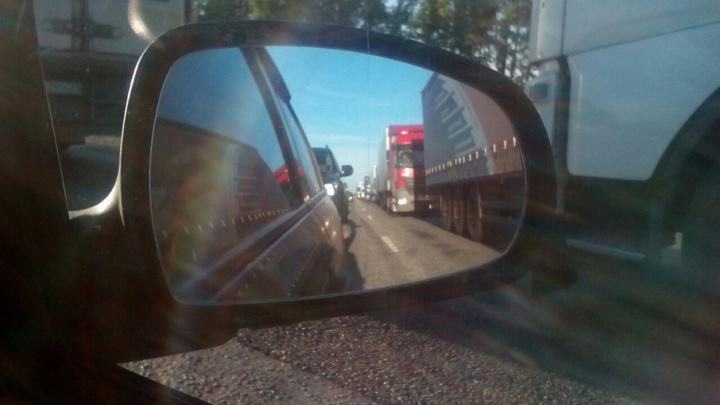 На въезде в Уфу из-за ремонта дороги образовалась пробка